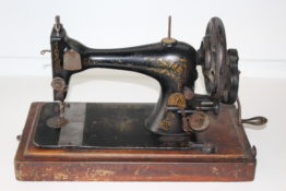 Singer 28 hand crank sewing machine